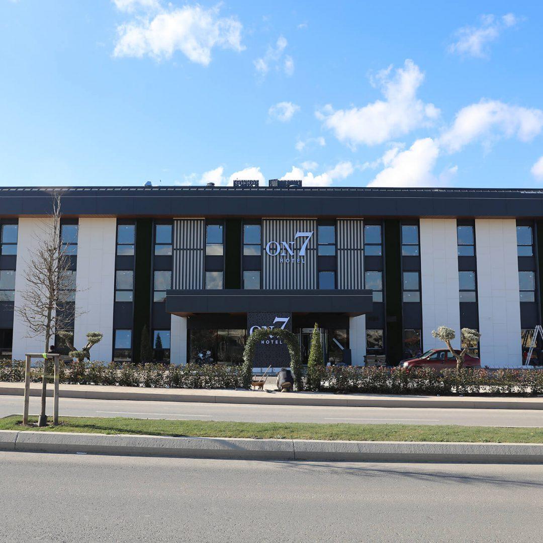 On Yedi Otel